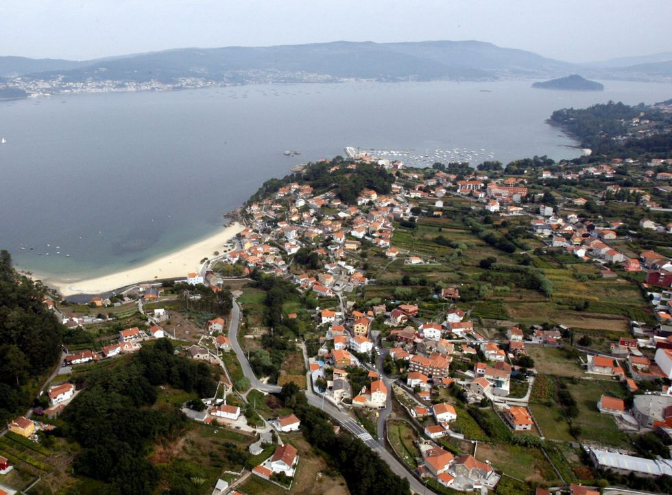 Elecciones municipales: la campaña, en fotos.El núcleo marinense de Loira fue el origen de las reivindicaciones en Galicia ante Costas.