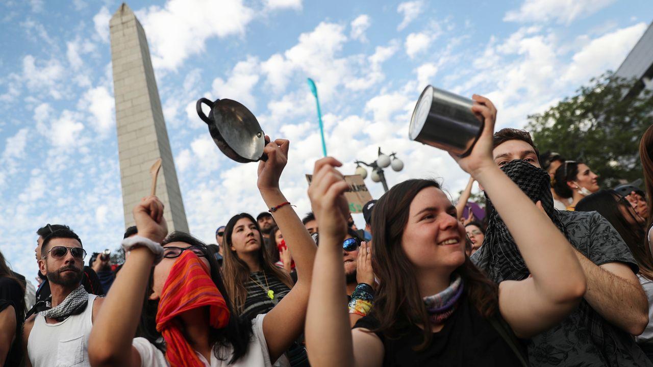 Un asturiano en mitad de las protestas de Chile.Las medidas anunciadas por Piñera no han conseguido desactivar las movilizaciones