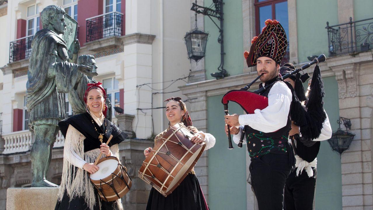 Músicos de Cántigas e Frores, actuando en la edición del 2018
