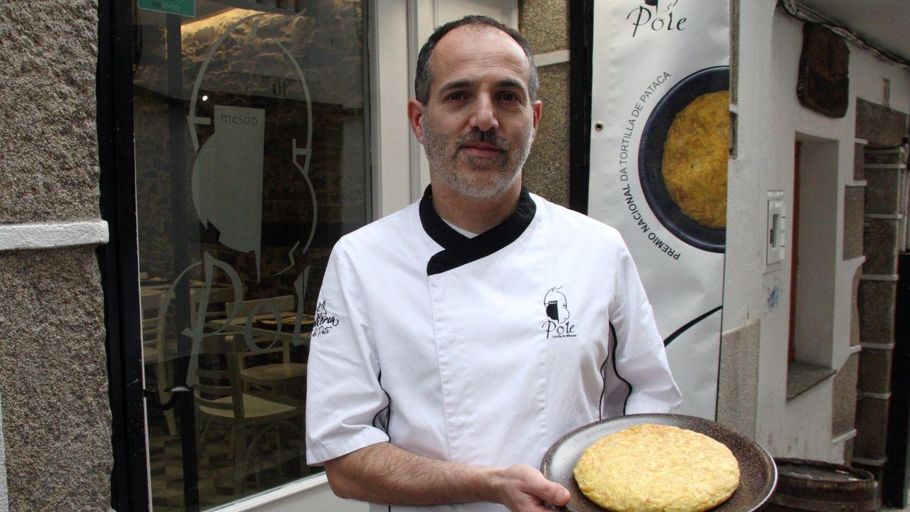Jorge Gago, chef de A Maceta (Santiago), propone unos mejillones con salsa de pimientos asados
