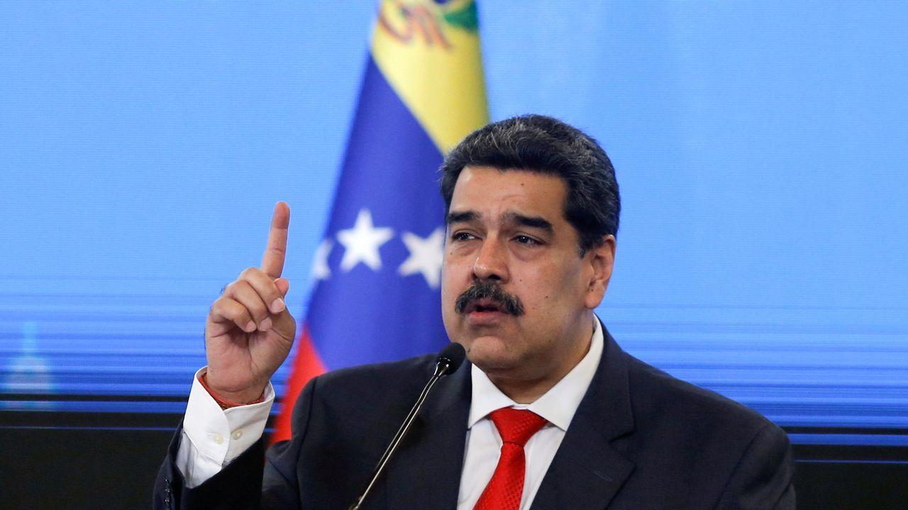 Jose Andrésagradece el 41 Premio por la Paz recibido.Rangel, junto a Hugo Chávez, durante un acto de celebración por el día de la independencia