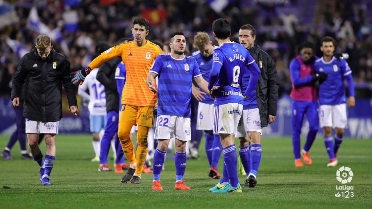 Ibra Ibrahima Balde Real Oviedo Osasuna Carlos Tartiere.Los jugadores del Oviedo al final del partido