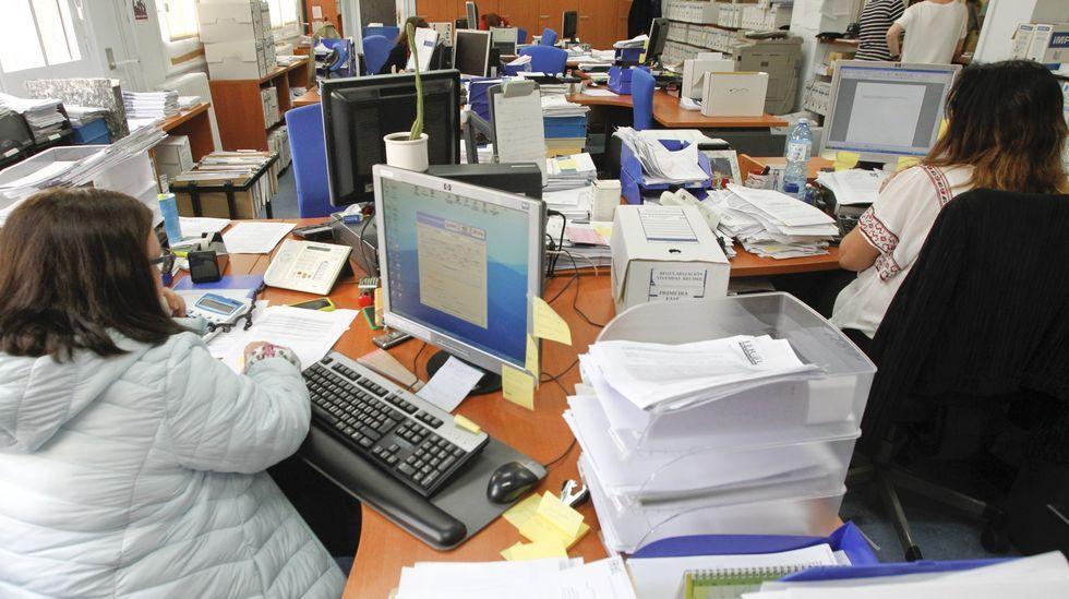 Denuncian las condiciones de trabajo de los puestos del mercadillo de Navidad de la Alameda.Los telefonistas del 061 fueron trasladados con otros servicios al Centro Integrado de Atencion ás Emerxencias de A Estrada