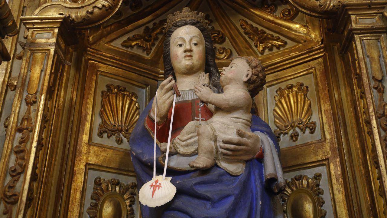 Figura da Virxe do Carme na única igrexa de Lugo ubicada no Camiño de Santiago