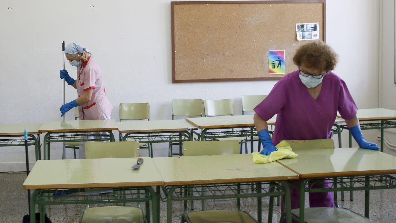 Limpieza en el instituto número 1 de Ribeira