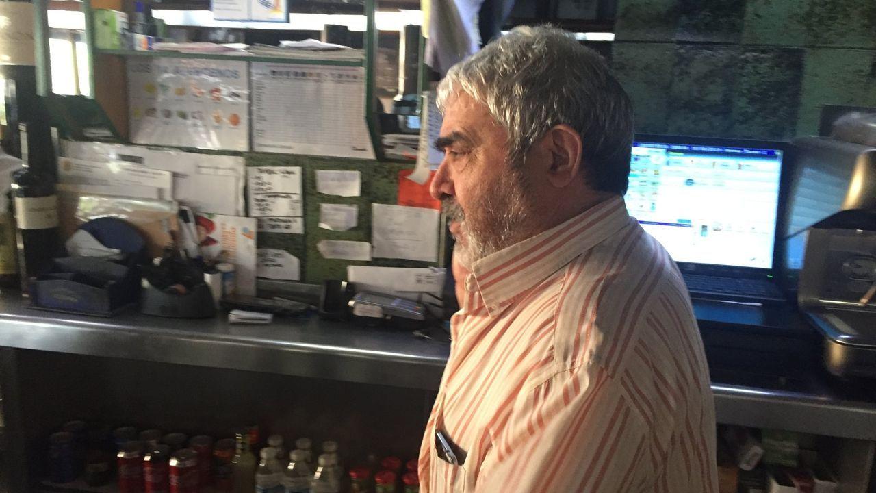 Accidente mortal en el peaje de Guísamo.El escaparate de una inmobiliaria en Arteixo exhibe las propiedades en venta y alquiler