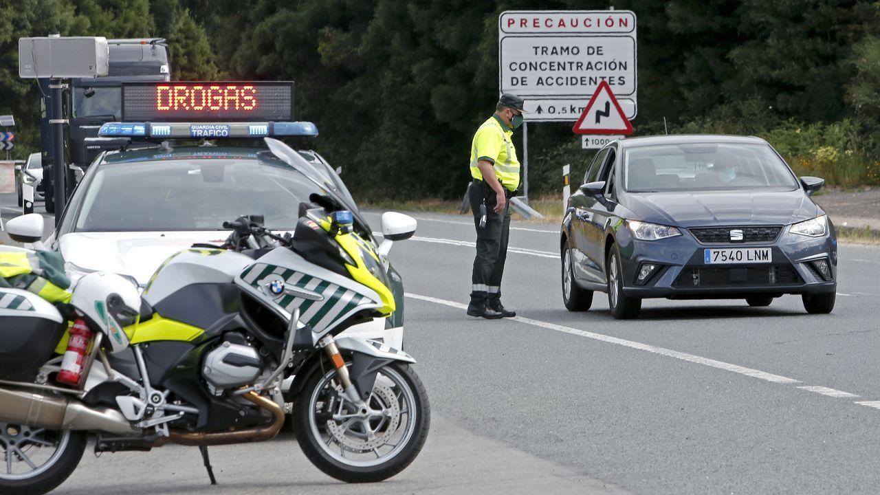 Un control de la Guardia Civil de Pontevedra realizado a mediados del paso mes de junio