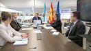 Feijoo, junto a varios conselleiros en la reunión de su consello en A Estrada. Varios miembros del Gobierno gallego siguieron el encuentro por videoconferencia