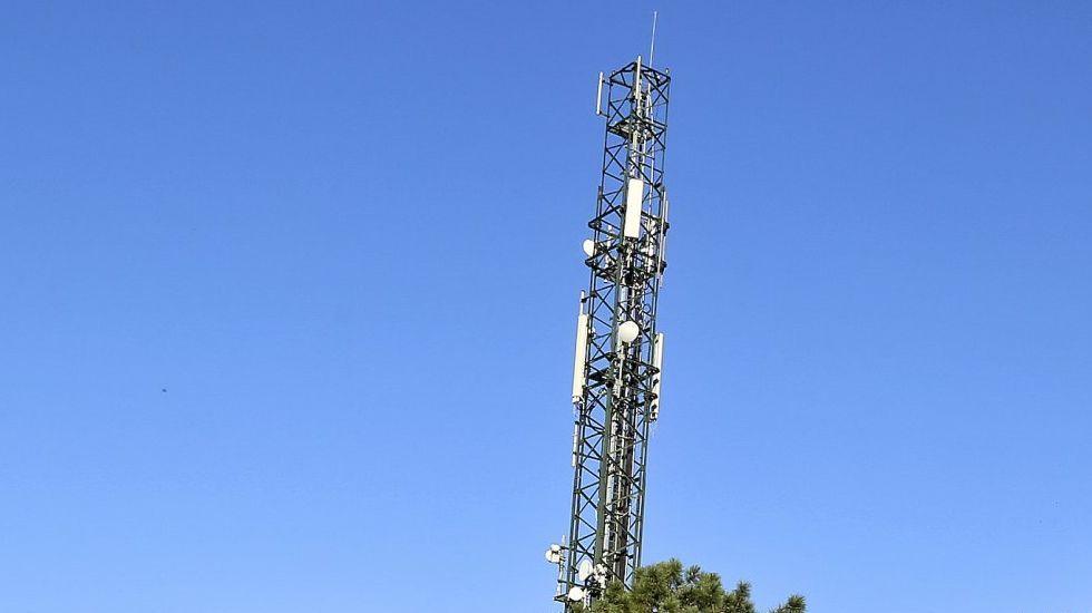 Los vecinos de O Seixo da Veiga en Riós y de O Seixo de A Gudiña, reclaman cobertura móvil..Los vecinos quieren tener cobertura de teléfono
