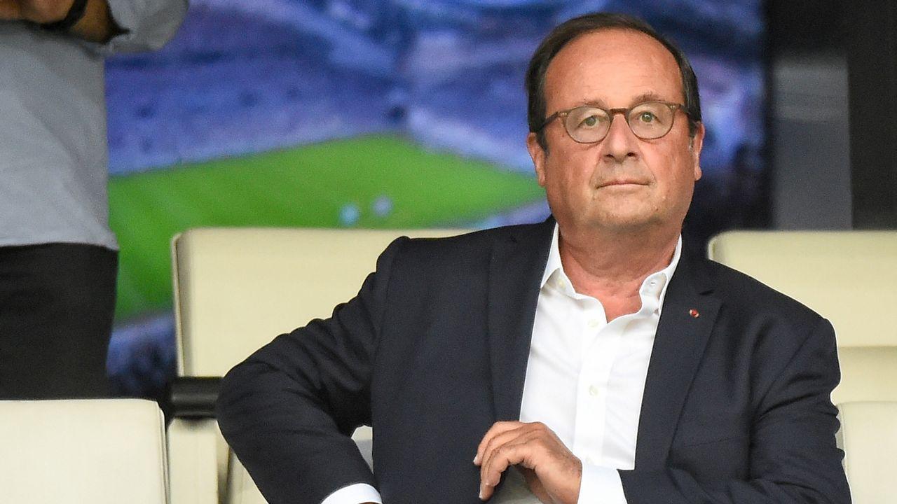 El ministro francés de Interior, Gerard Collomb, abandonando el Palacio del Elíseo tras una reunión