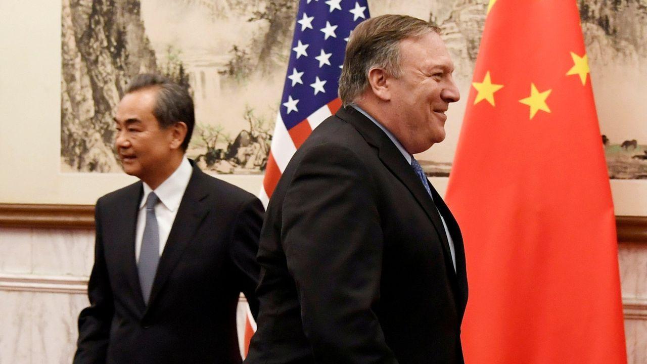 El ministro de Exteriores chino, Wang Yi, junto al secretario de Estado de EE.UU., Mike Pompeo, en octubre del 2018