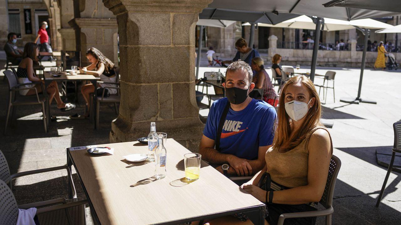 TAMARINDO. Ourense. En pleno centro, es una parada casi obligada para aprovechar el ir y venir de la Praza Maior. El buen ambiente, el sol y las restricciones que han tomado ahora por el covid, dan buena cuenta de que es un establecimiento seguro para pasar un buen rato.