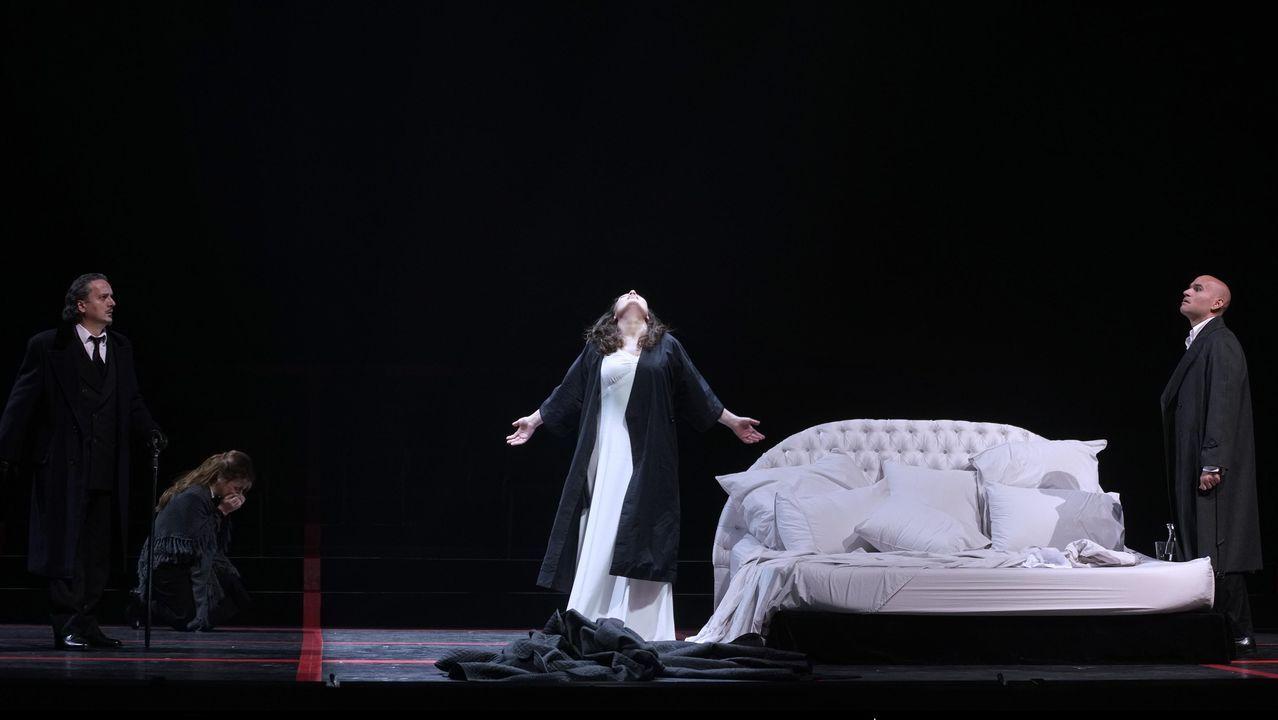 Un instante de la función de «La Traviata» en el Teatro Real