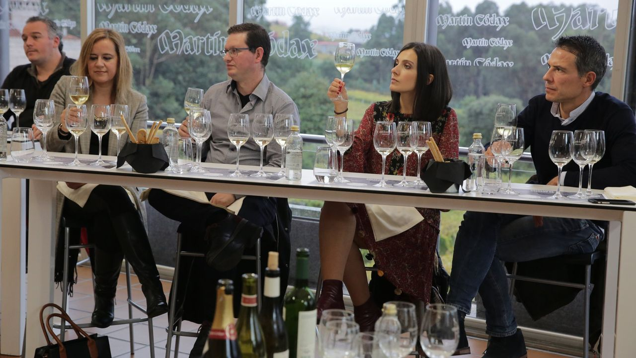 ¿Cómo podrá salir reforzado de la pandemia el sector del vino en Galicia?.A etiqueta conmemoria o centenario de Isaac Díaz Pardo