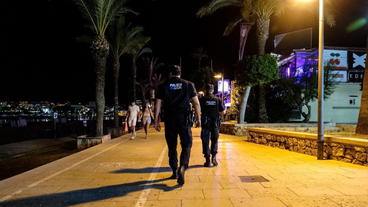 La policía controla los locales de ocio nocturno en Ibiza