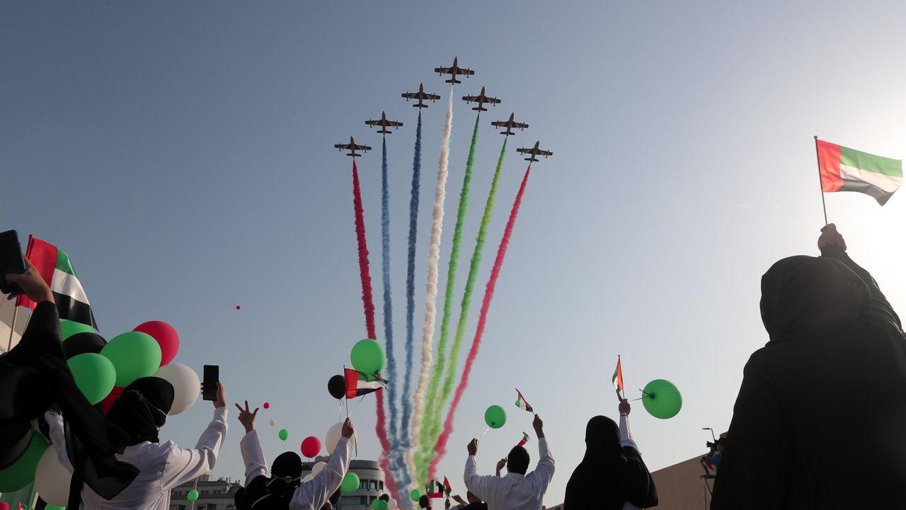 Homenaje de la Fuerza Aérea de los EAU al trabajo de los sanitarios
