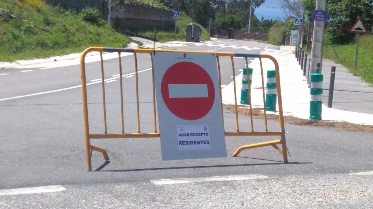 El outlet de Tui reabre sus puertas.Guardia Civil de Tráfico