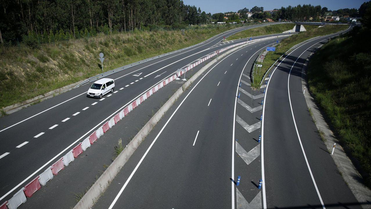 El Gobierno bajará en 2019 el límite de velocidad a 90km/h en todas las carreteras convencionales.Tramo de la carretera N-640 en Lugo que deberá cambiar las señales de 100 a 90 para adaptarse a los nuevos límites máximos