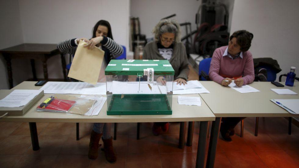 Susana.Miembros de la mesa electoral en Ronda.