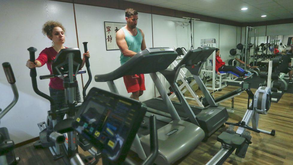 Renbu Kan. Club deportivo en el que, además de circuitos de ejercicios aeróbicos y de musculación, se imparten clases de kárate y danza, por lo que hay alumnos de cortas edades.