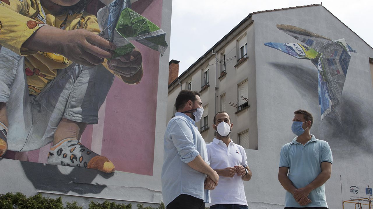 Inauguración del mural en Lugones