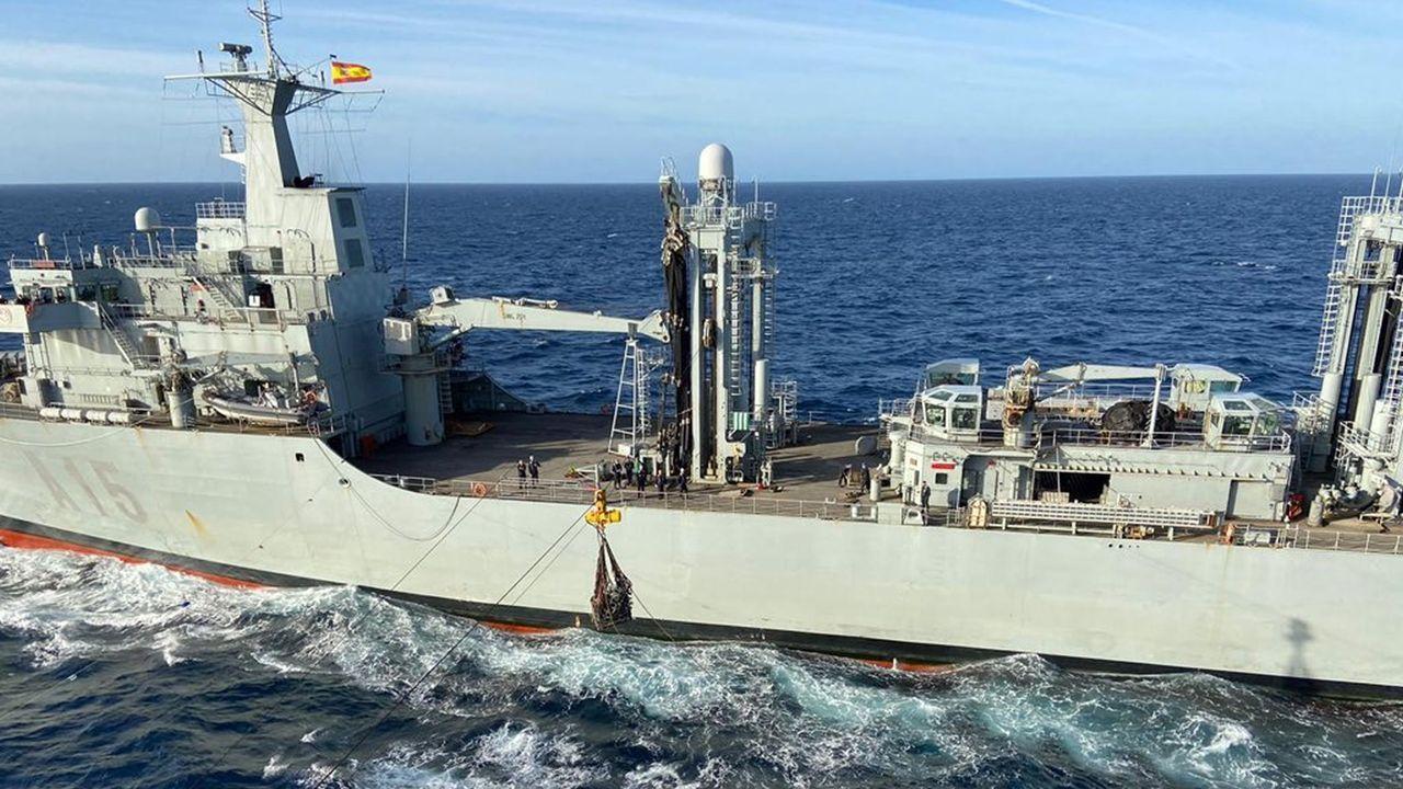 Las imágenes del 8M en Ferrol.El buque logístico, durante una operación en el «Gruflex-20»