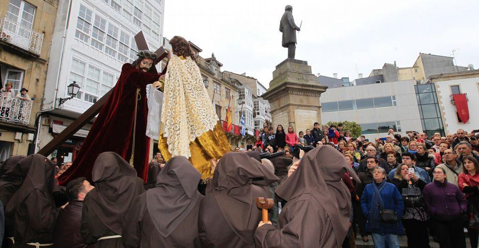 La procesión del Vía Luciscierrala Semana Santaen Viveiro