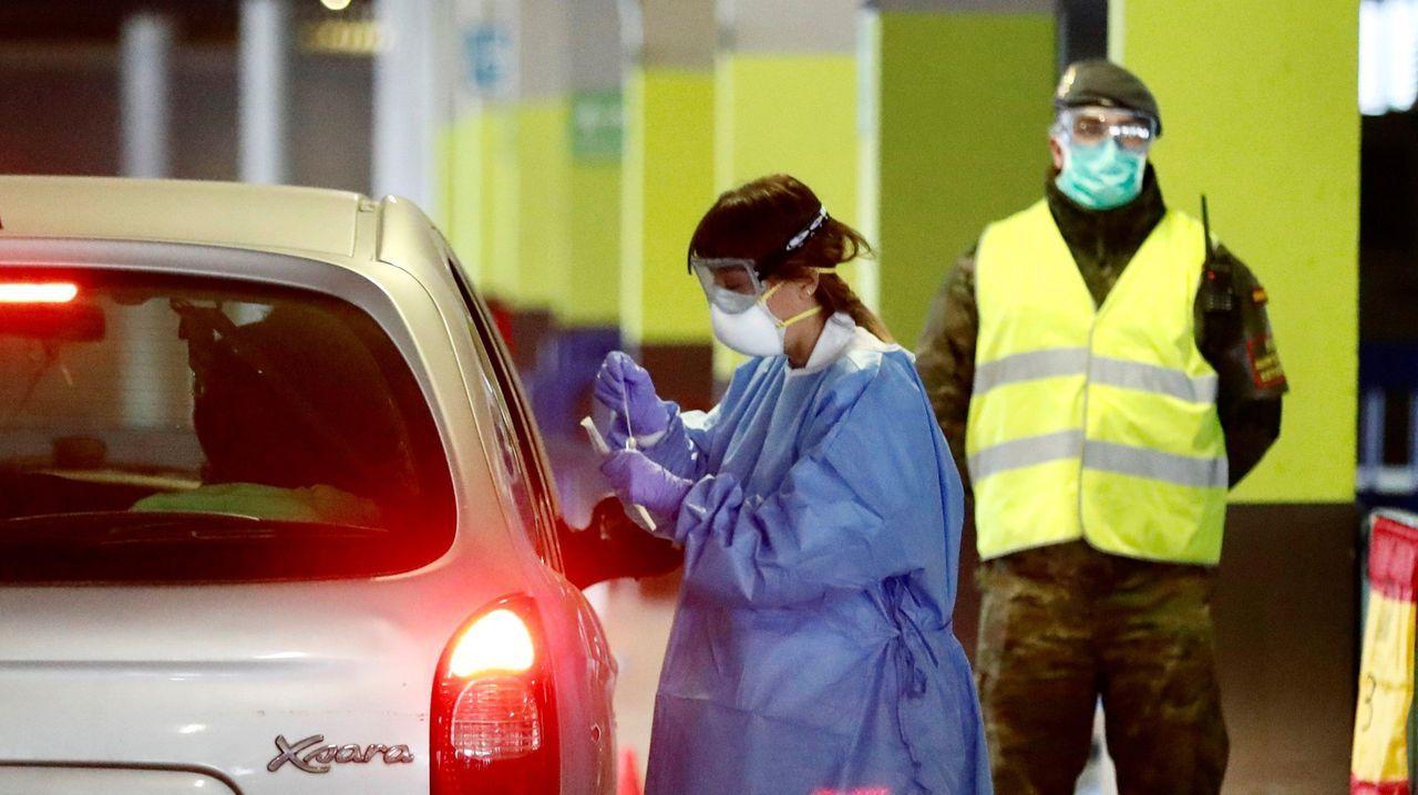 contaminación, polución . El hospital militar instalado en el aparcamiento subterráneo del Hospital Universitario Central de Asturias (HUCA) ha comenzado a recoger las primeras muestras a los profesionales sanitarios