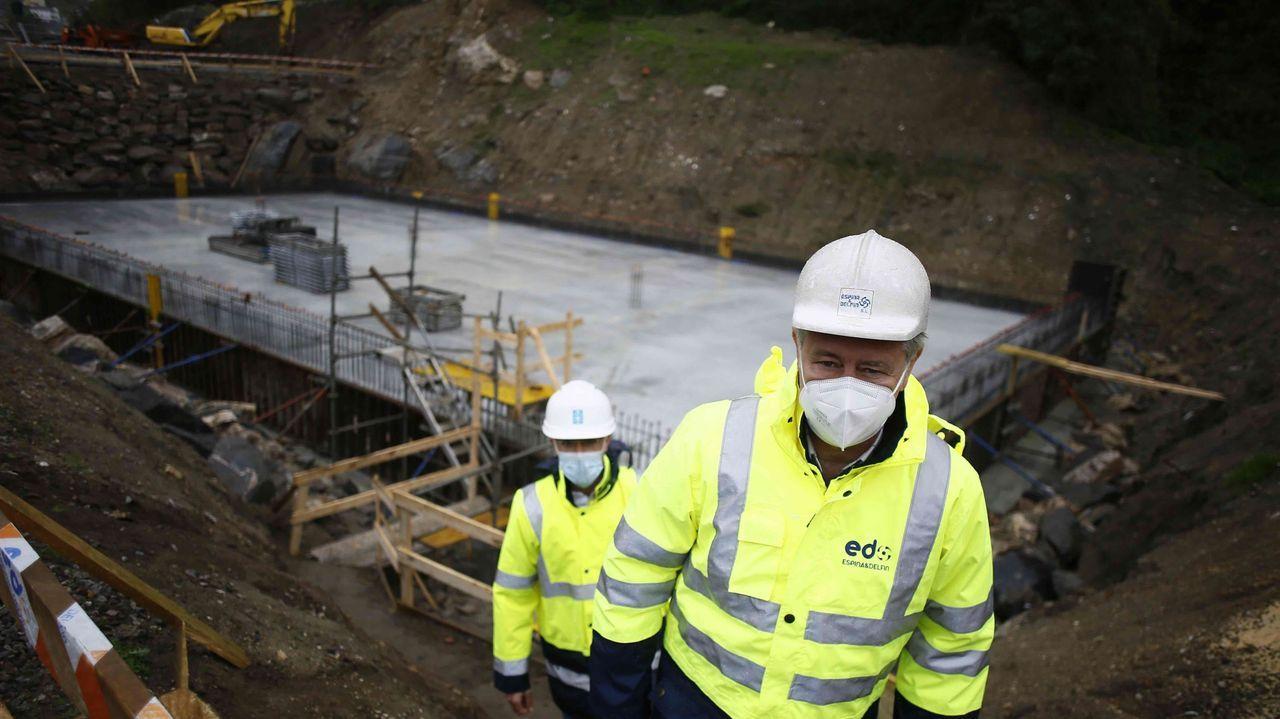 La ampliación de la EDAR de Viveiro (en imagen, cimentación del tercer tanque) cuesta 3,9 millones, cofinanciados en un 80% por la Unión Europea