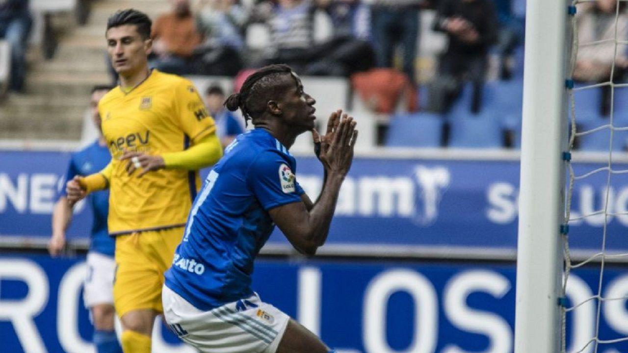 Ibrahima Baldé se lamenta tras una ocasión ante el Alcorcón