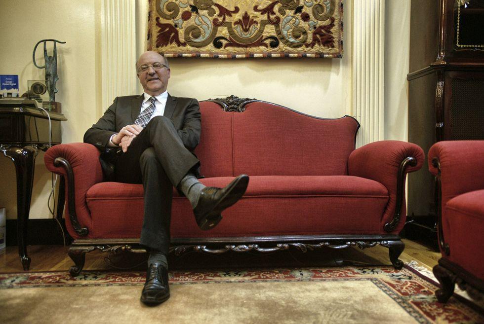 Agustín Fernández Gallego, no seu despacho da alcaldía, afronta a recta final dun mandato de dous anos como máximo responsable do Concello de Ourense.