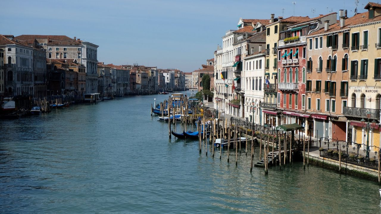 La ausencia de turistas ha devuelto el agua limpia a Venecia