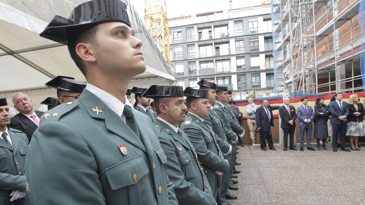 Acto solemne por el Díade la Hispanidad en Vigo.El ganadero procesado, con el rostro tapado, en una de sus comparecencias judiciales, acompañado por su abogado