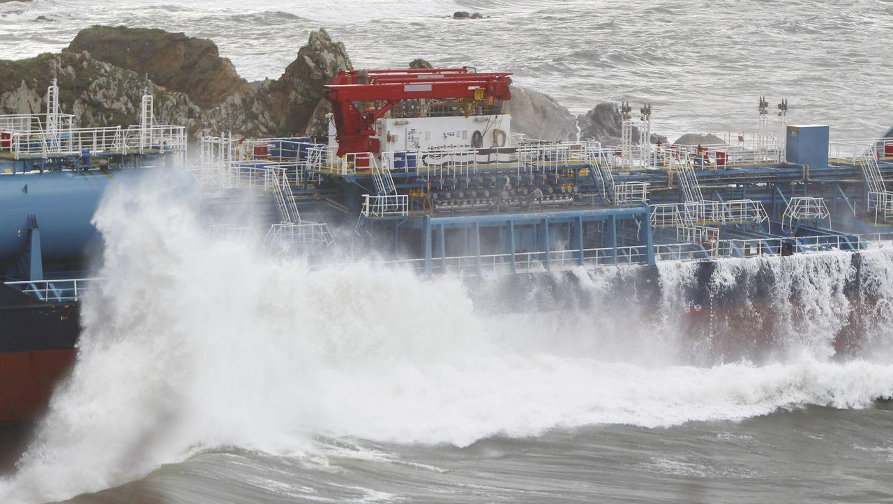 El Blue Star acerca el fantasma del Prestige a la costa de Ferrolterra
