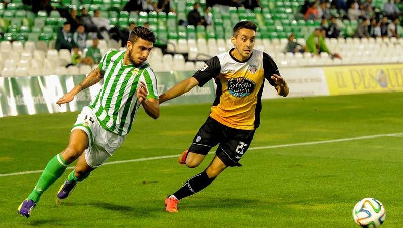 Vídeo resumen del Betis 3 - Recreativo 2.Borja Gómez se abraza a Luis Fernández después de marcarle un gol al Zaragoza.