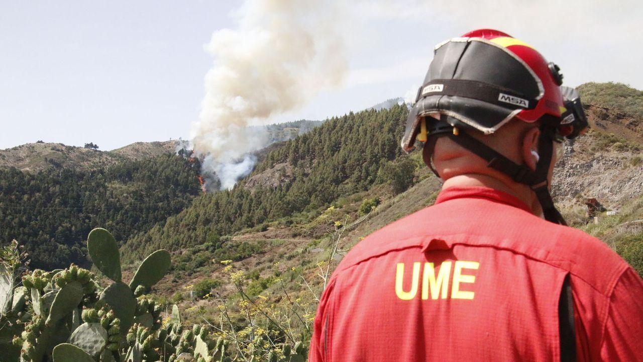 El foco más violento del incendio de Gran Canaria continúa activo