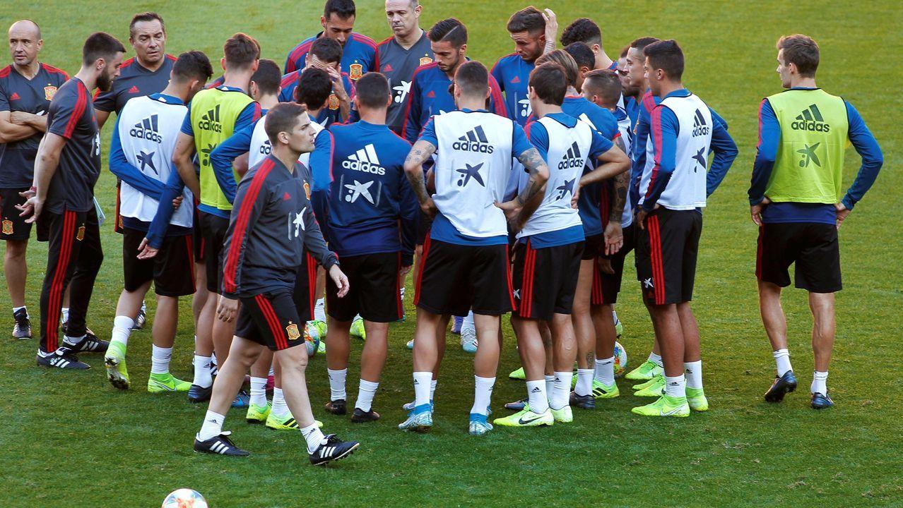 Los jugadores la selección española de fútbol durante el entrenamiento que han realizado en el estadio de El Molinón, en Gijón,