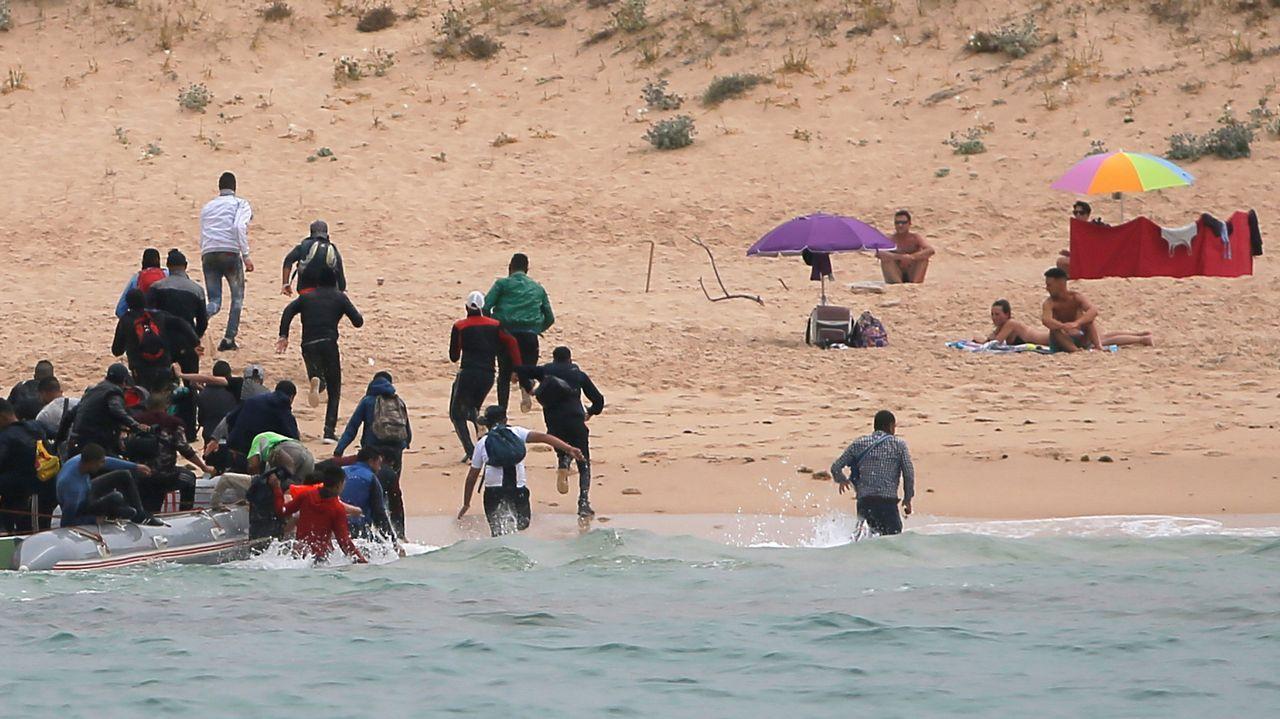 Las imágenes del desembarco de un grupo de inmigrantes en Tarifa.Playa de Barro, Llanes.
