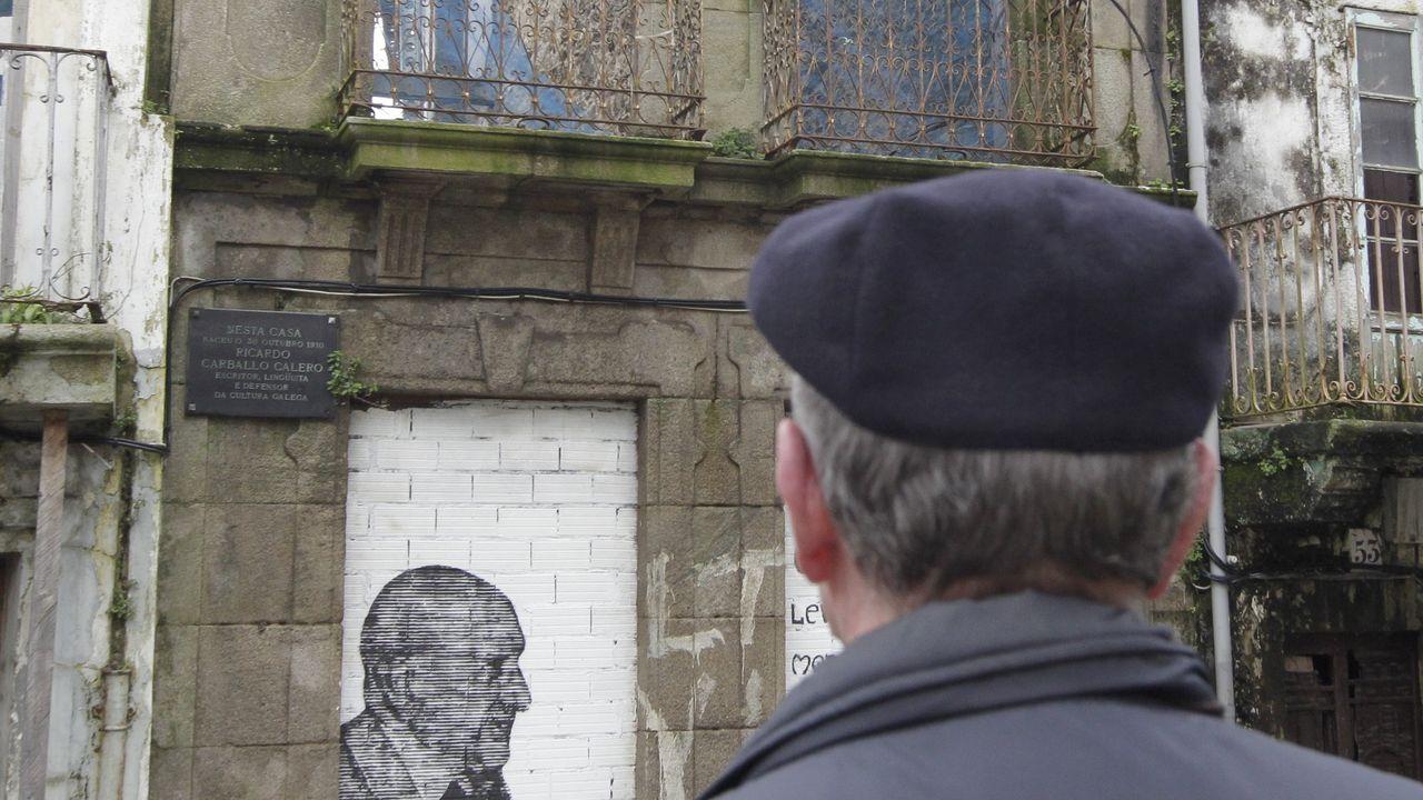 Retrato de Carballo Calero en su casa natal en Ferrol