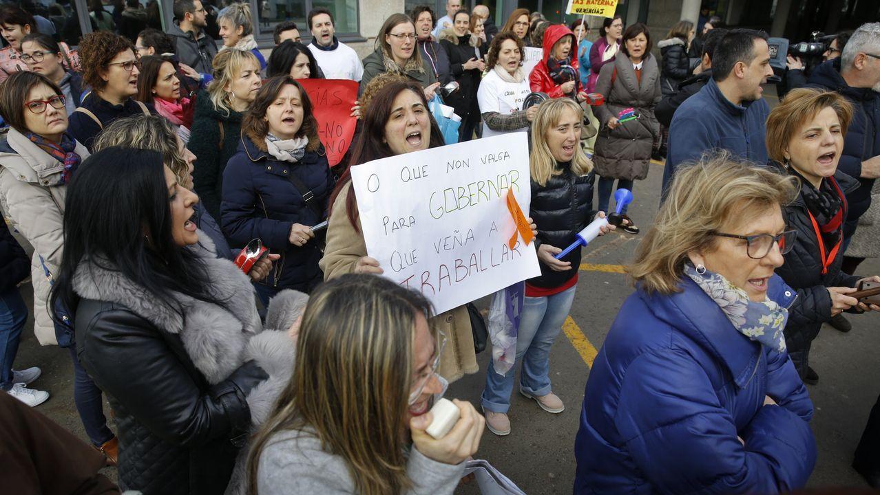 El personal del Clínico volvió a concentrarse al iniciar la décima semana de huelga
