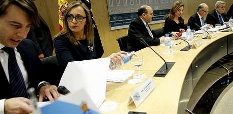 Miguel Corgos, director xeral de Planificación, y la conselleira de Economía, Elena Muñoz, ayer en el consejo de política fiscal.