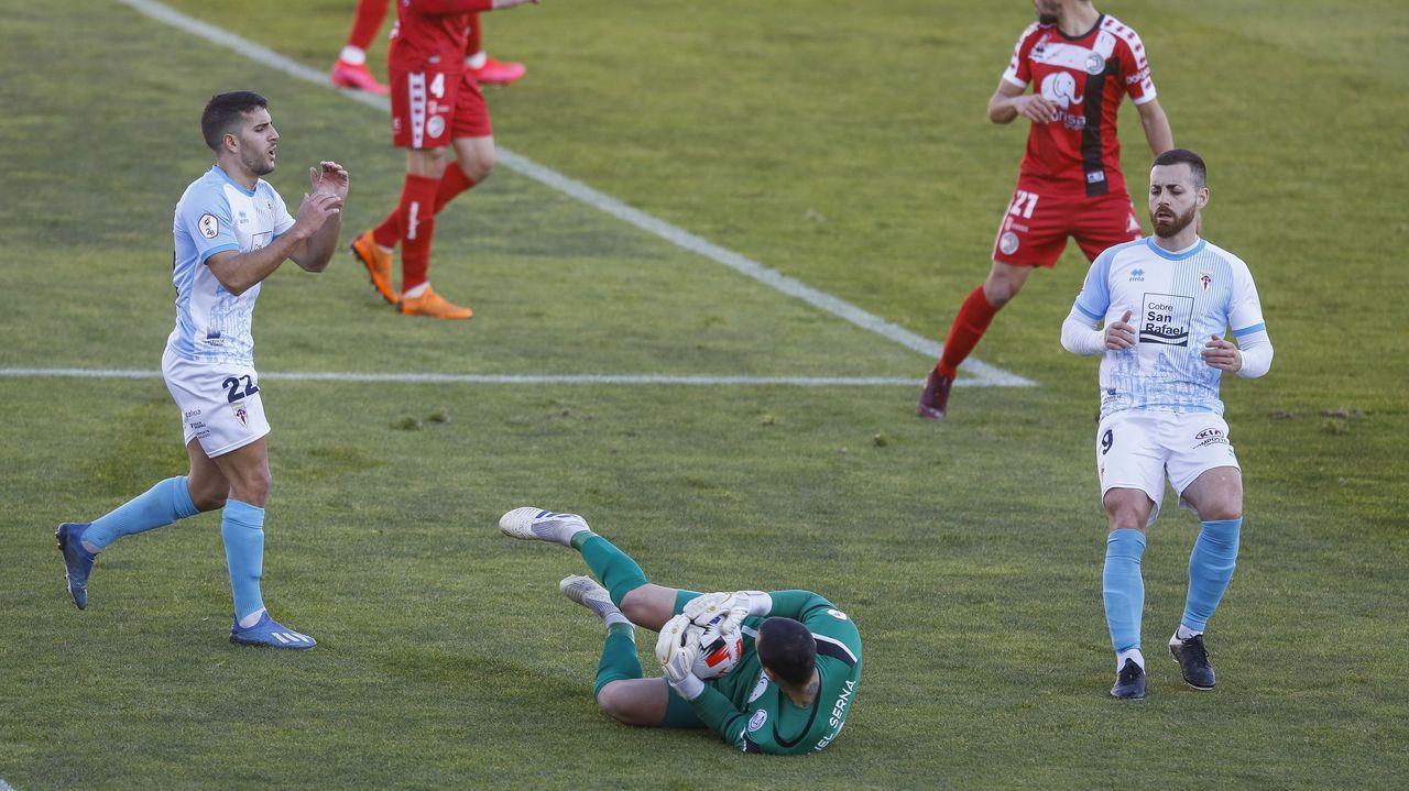 Miku, durante el encuentro ante Unionistas.Celso Borges y Mujaid son los únicos futbolistas que han entrado en el once en todos los partidos esta temporada