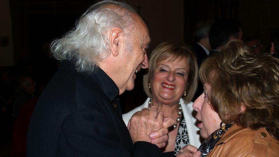 Amancio Prada, antes de la actuación, junto a Aida Menéndez y Flora Enríquez