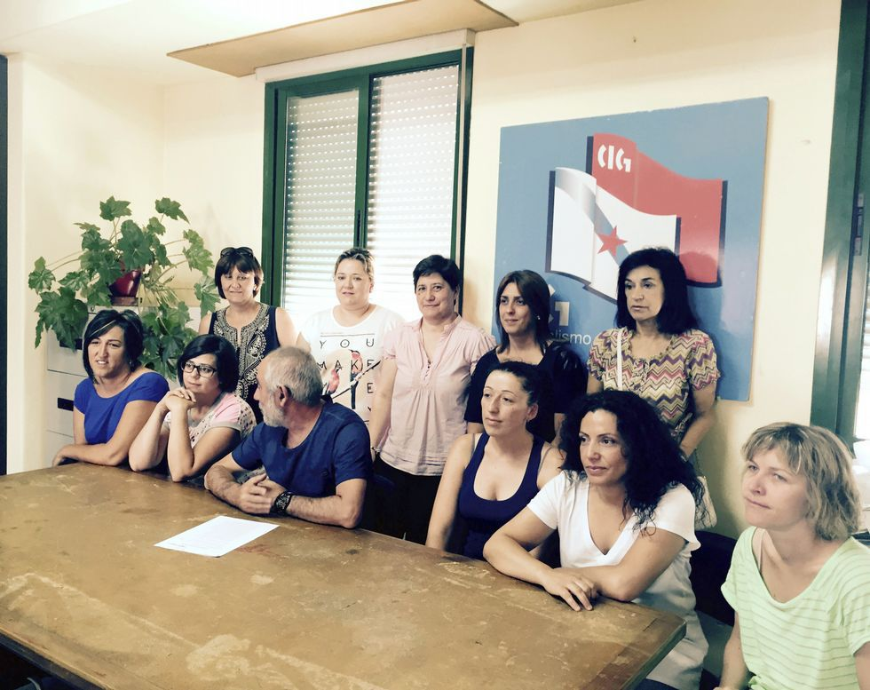 Extrabajadoras y sindicalistas comparecieron ayer ante la prensa.
