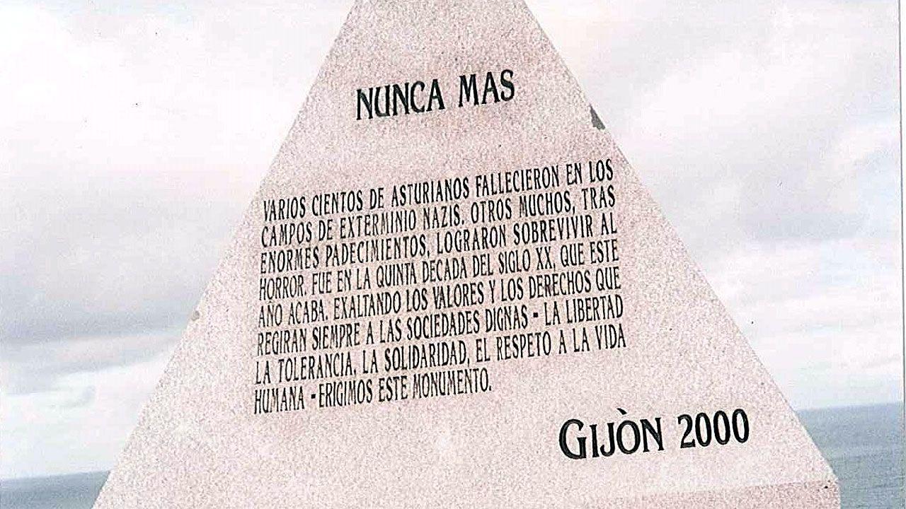 Monolito en memoria de los asturianos asesinados en los campos de concentración nazis en El Cervigón (Gijón)