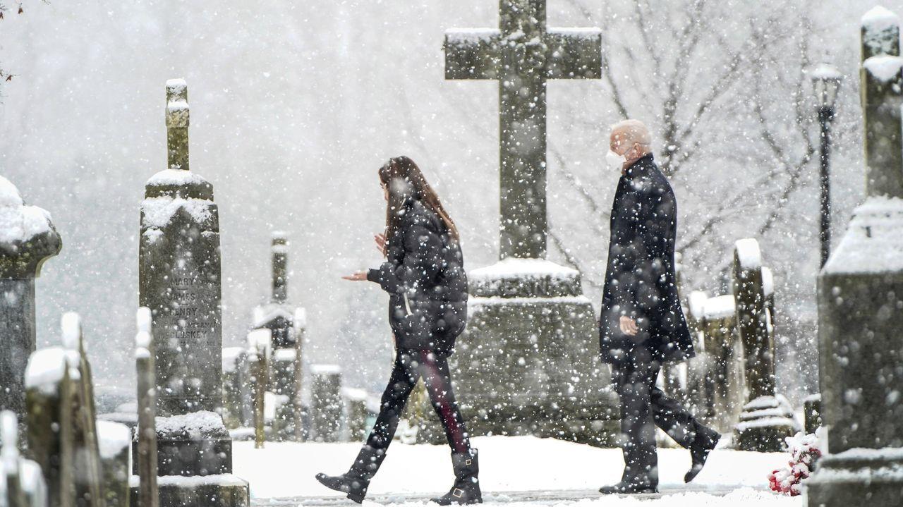 Joe Biden sale de la iglesia de St. Joseph, en su ciudad Wilmington, tras asistir a misa