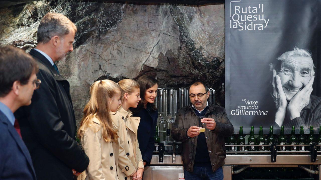 Todas las imágenes de la visita de Felipe y Letizia.Los reyes, la princesa Leonor y la infanta Sofía, durante su visita a la iglesia de Asiegu, galardonado como pueblo ejemplar de Asturias 2019