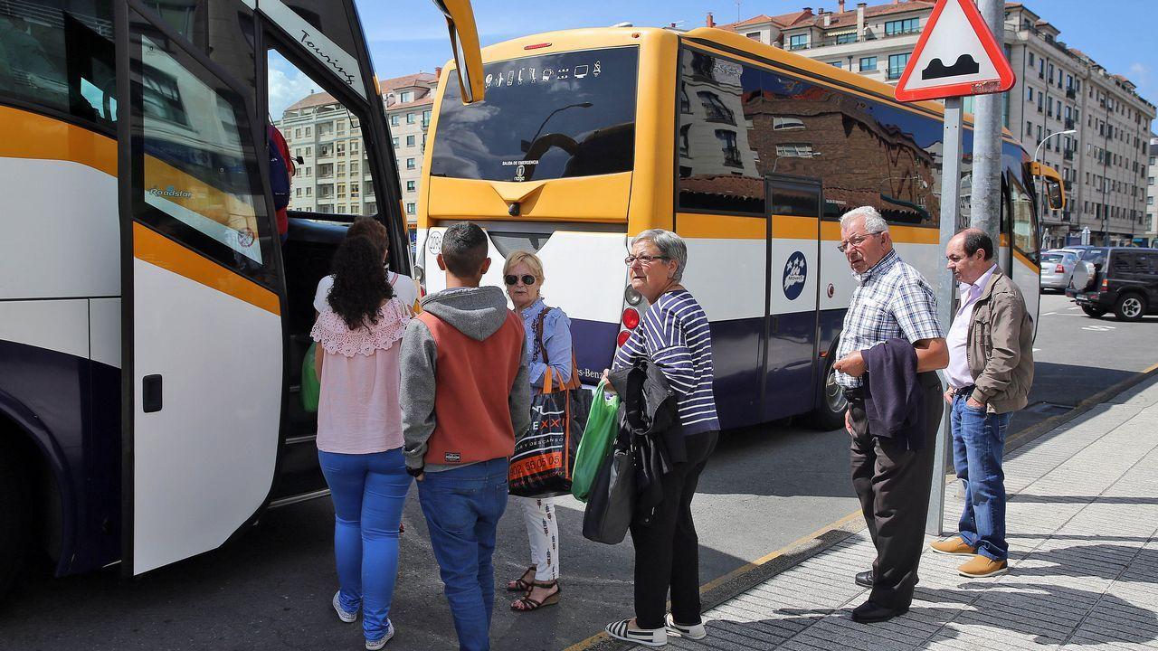 Conflicto con las líneas de autobús en Arousa.La parada del bus en Trives esta delante del consistorio