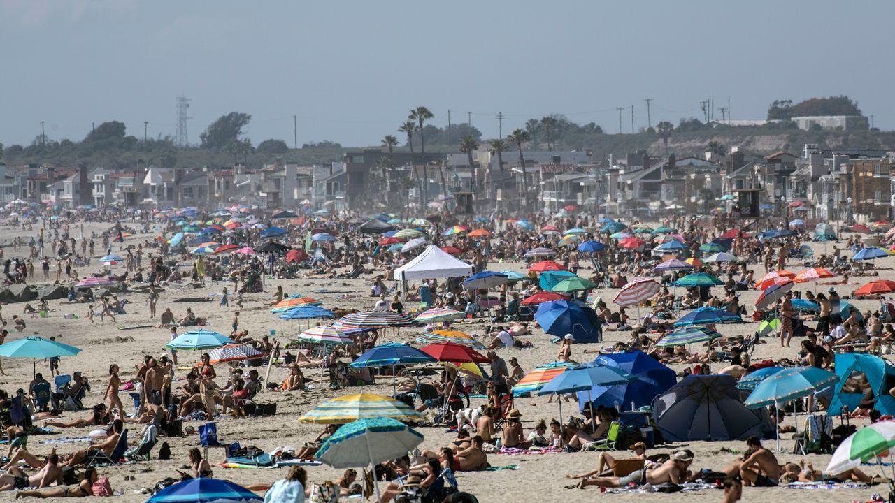 Las playas de California se llenan de bañistas pese a la pandemia.Tráfico en el polígono de San Cibrao