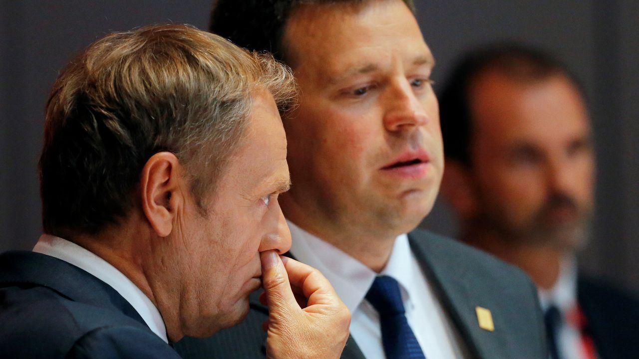 Tusk, a la izquierda, con el primer ministro Estonio, Juri Ratas